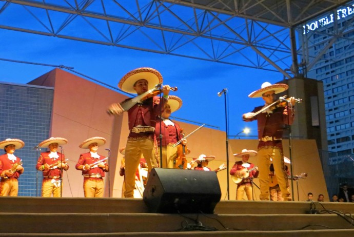 mariachi-spectacular-on-the-plaza